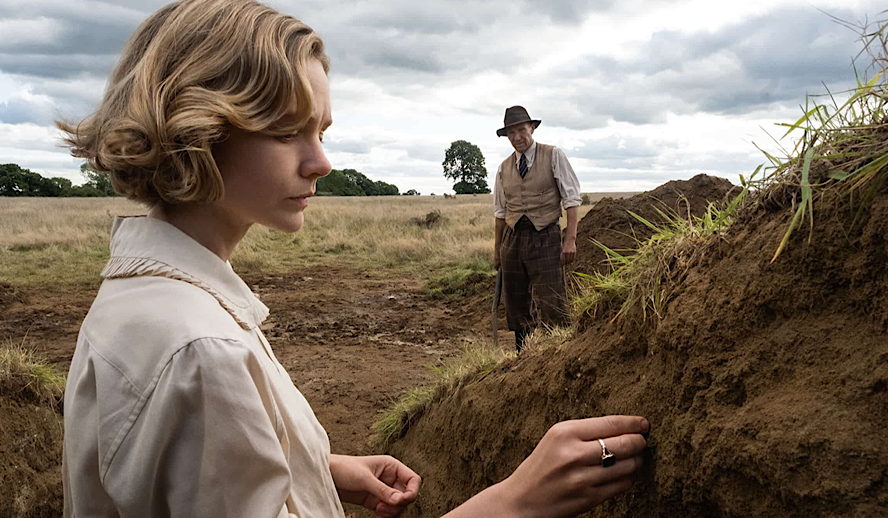Hollywood Insider The Dig Review, Ralph Fiennes, Carey Mulligan, Lily James